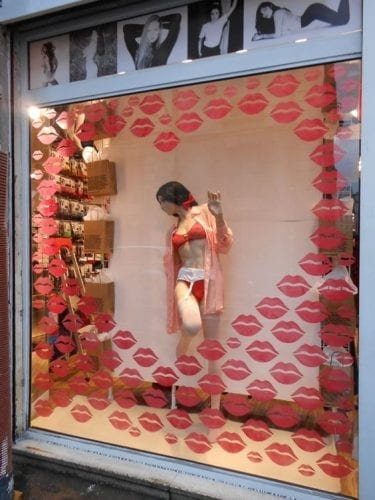 Comment attirer plus de clients dans un magasin, une boutique, un restaurant... via l'affichage et la PLV extérieure ? 52