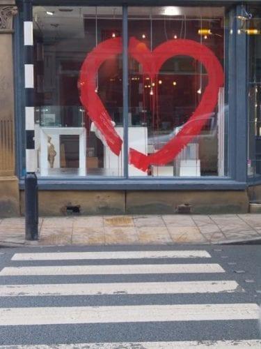 Comment attirer plus de clients dans un magasin, une boutique, un restaurant... via l'affichage et la PLV extérieure ? 60